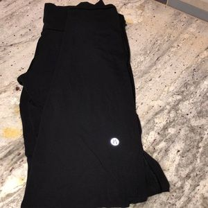 Lululemon sz 6 simply bare un-tight